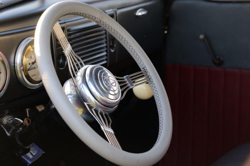 1939 Ford Deluxe Sedan - 17043978 - 39