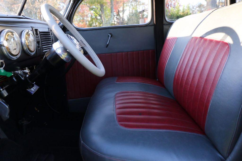 1939 Ford Deluxe Sedan - 17043978 - 40