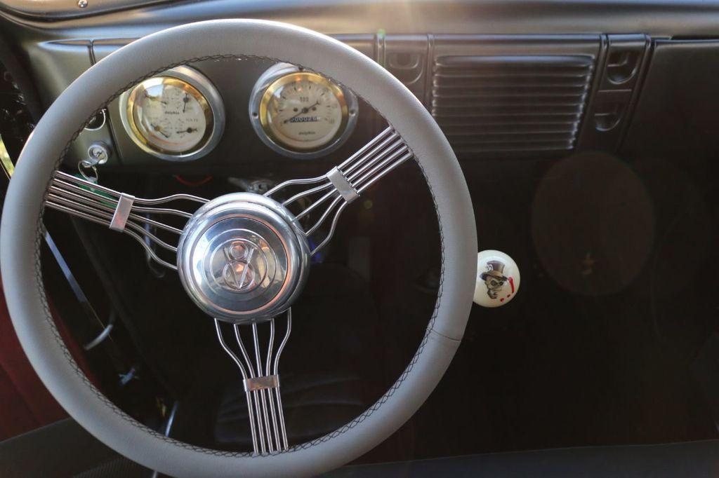 1939 Ford Deluxe Sedan - 17043978 - 43
