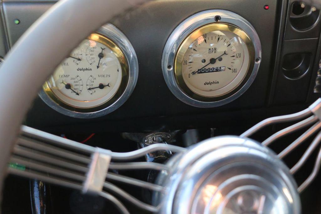 1939 Ford Deluxe Sedan - 17043978 - 44