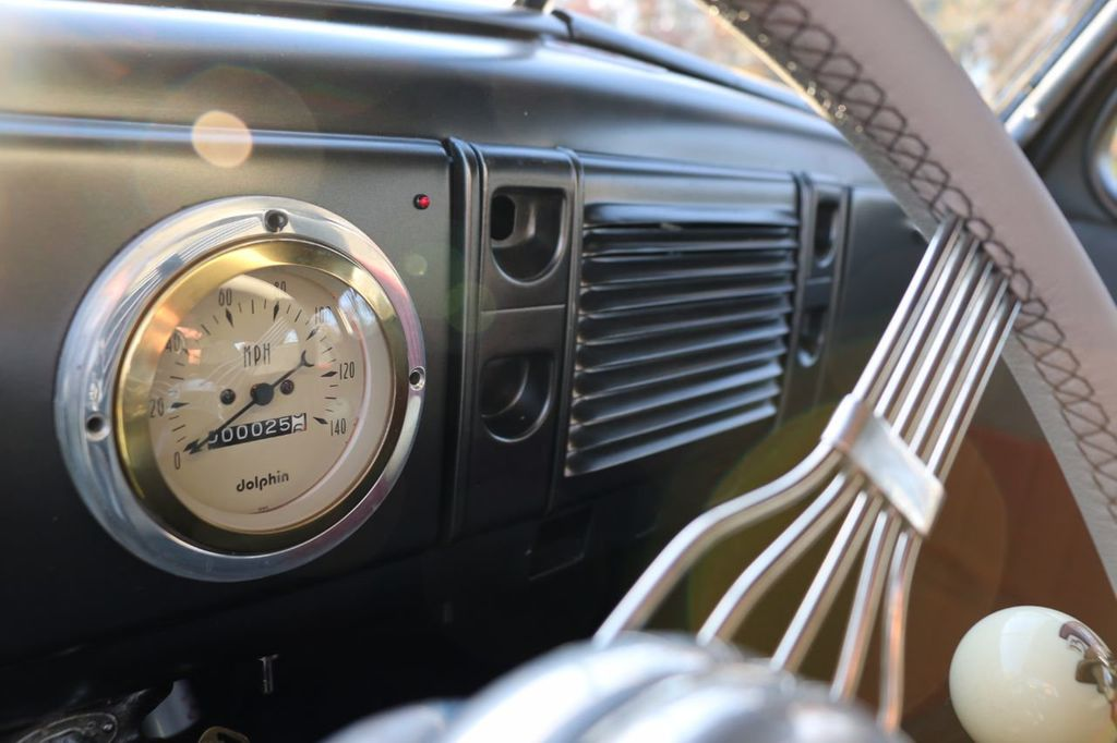 1939 Ford Deluxe Sedan - 17043978 - 46