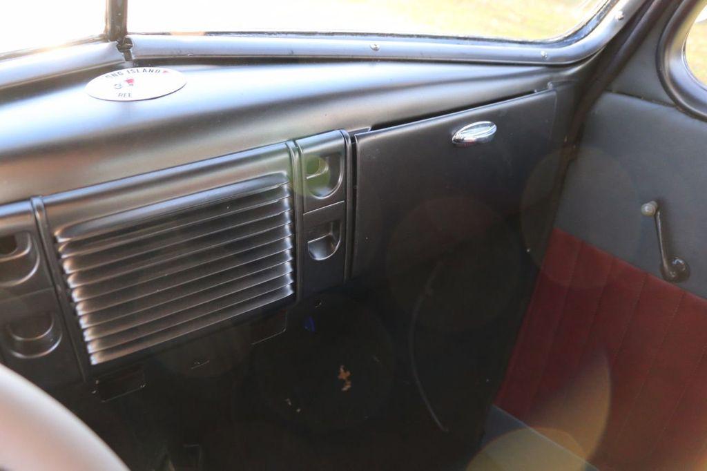 1939 Ford Deluxe Sedan - 17043978 - 47