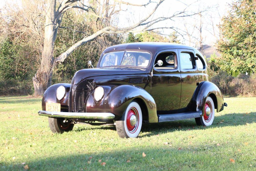 1939 Ford Deluxe Sedan - 17043978 - 4