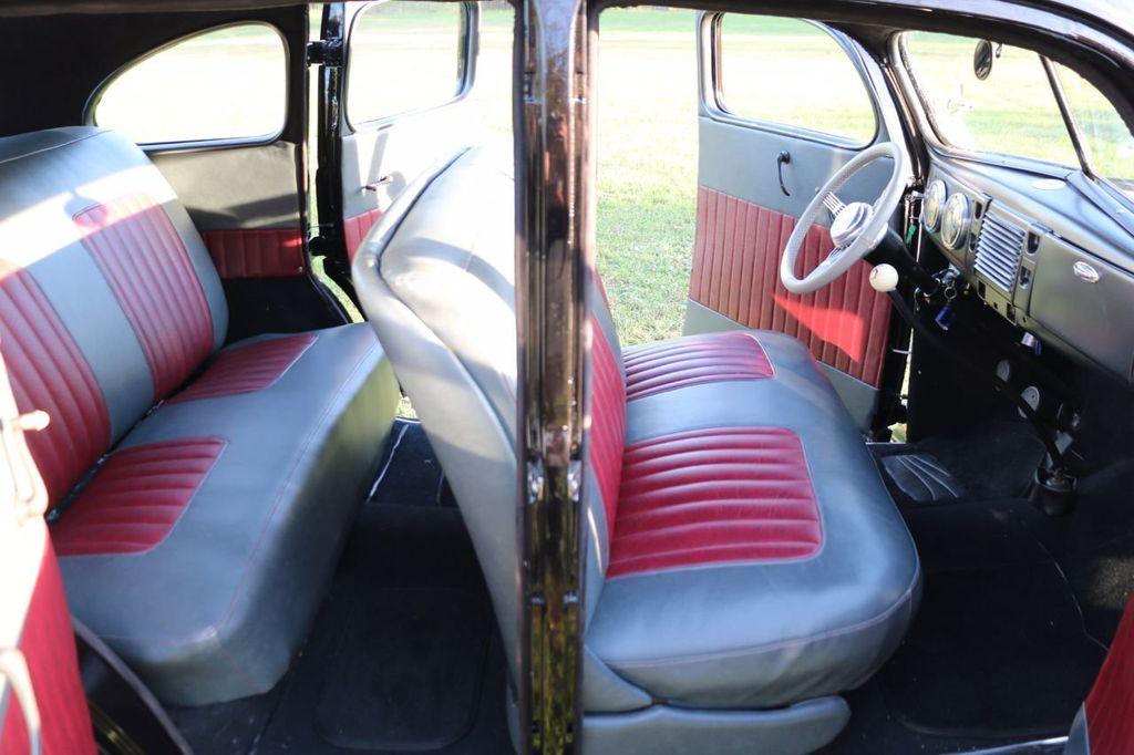 1939 Ford Deluxe Sedan - 17043978 - 54