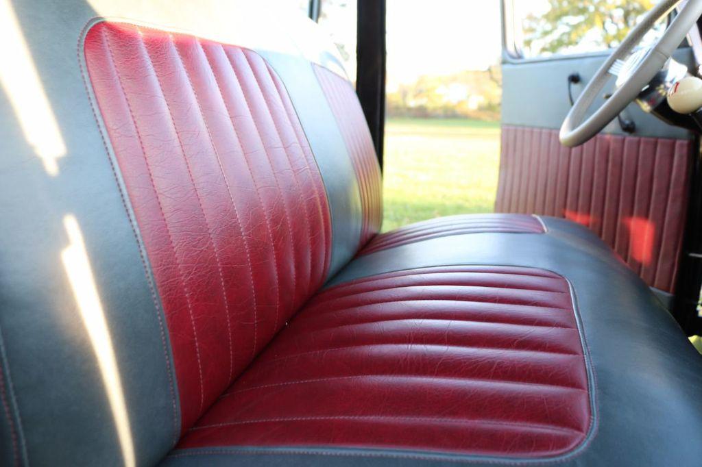 1939 Ford Deluxe Sedan - 17043978 - 56