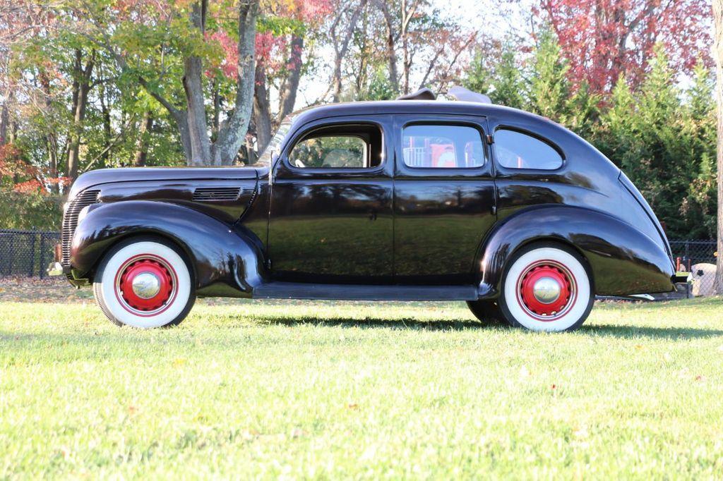 1939 Ford Deluxe Sedan - 17043978 - 5