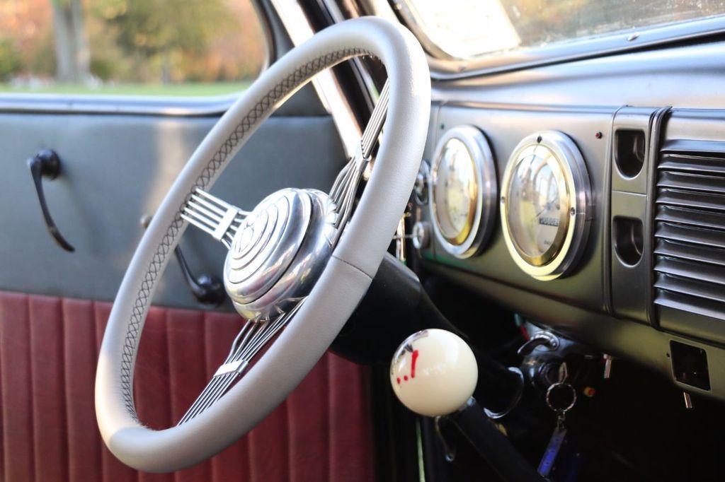 1939 Ford Deluxe Sedan - 17043978 - 63