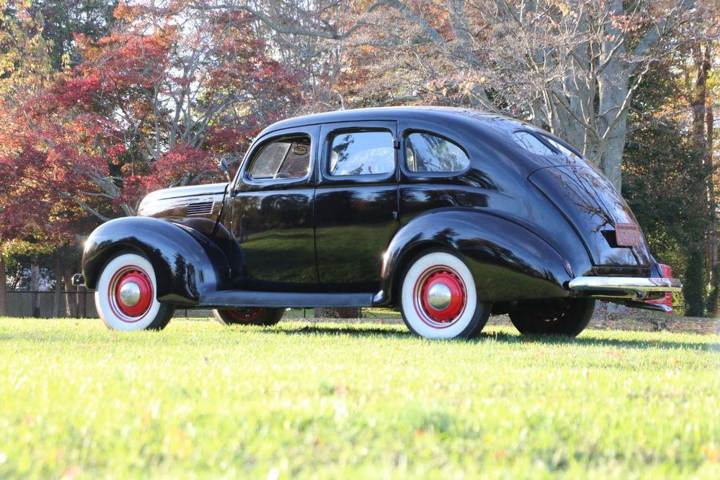 1939 Ford Deluxe Sedan - 17043978 - 6