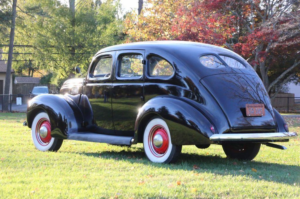 1939 Ford Deluxe Sedan - 17043978 - 7