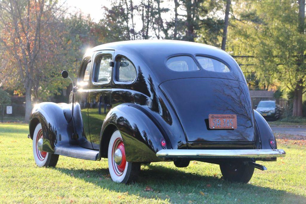 1939 Ford Deluxe Sedan - 17043978 - 8