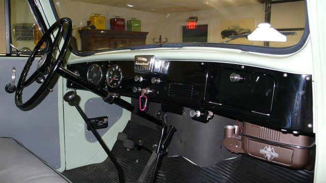 1952 International L-110 SHOW TRUCK Truck Access Cab