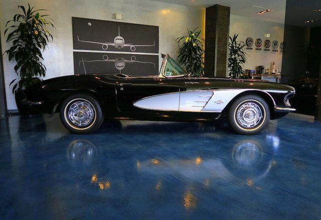 1961 Chevrolet Corvette VERY VERY RARE WINNER OF 17 AWARDS ... - Click to see full-size photo viewer