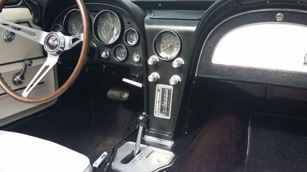 1965 Chevrolet Corvette Stingray - 14686656 - 35