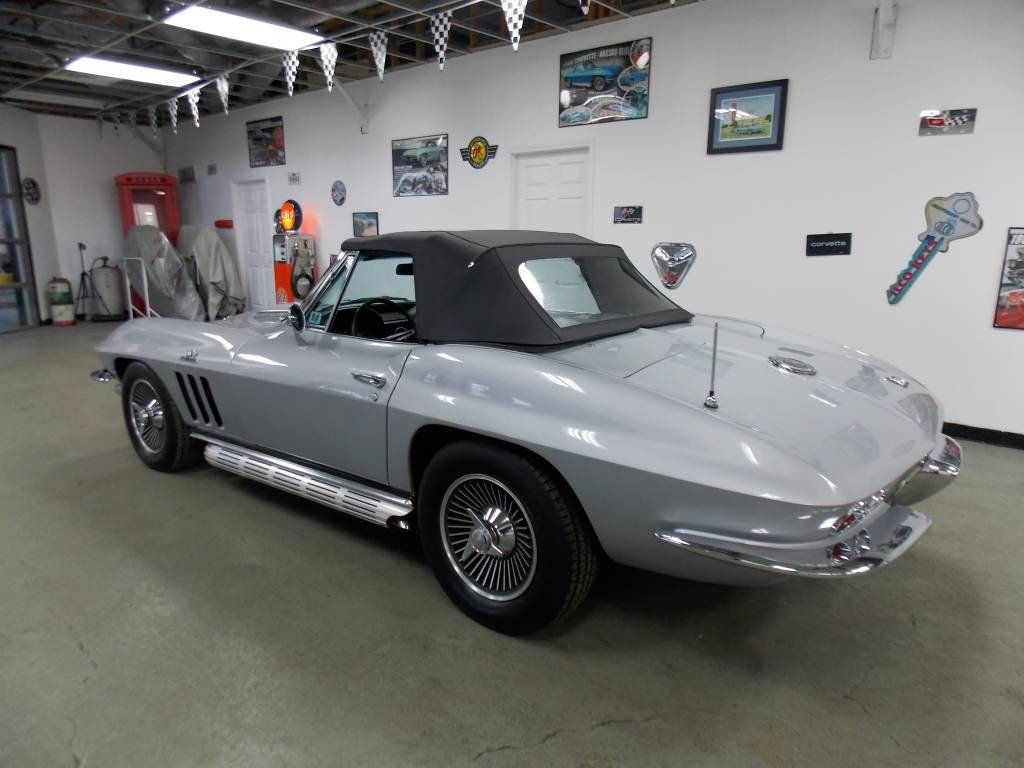 1966 Chevrolet Corvette Convertible - 16066771 - 4