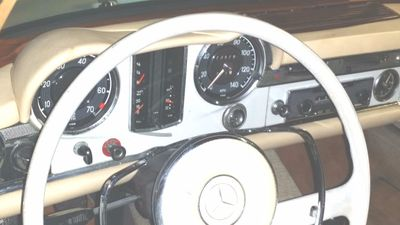 1966 Mercedes-Benz 230 SL  - Click to see full-size photo viewer