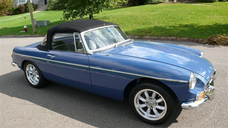1968 MG MGB RESTORED SHOW CAR - 7795495 - 12