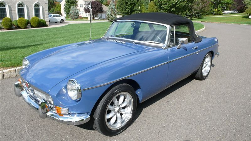 1968 MG MGB RESTORED SHOW CAR - 7795495 - 13