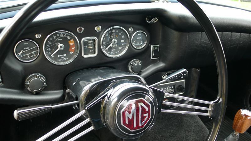 1968 MG MGB RESTORED SHOW CAR - 7795495 - 20