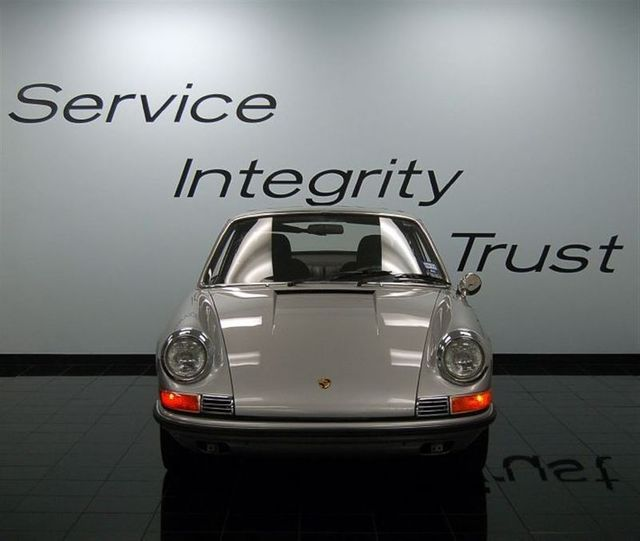 1969 Porsche 911 E - Click to see full-size photo viewer