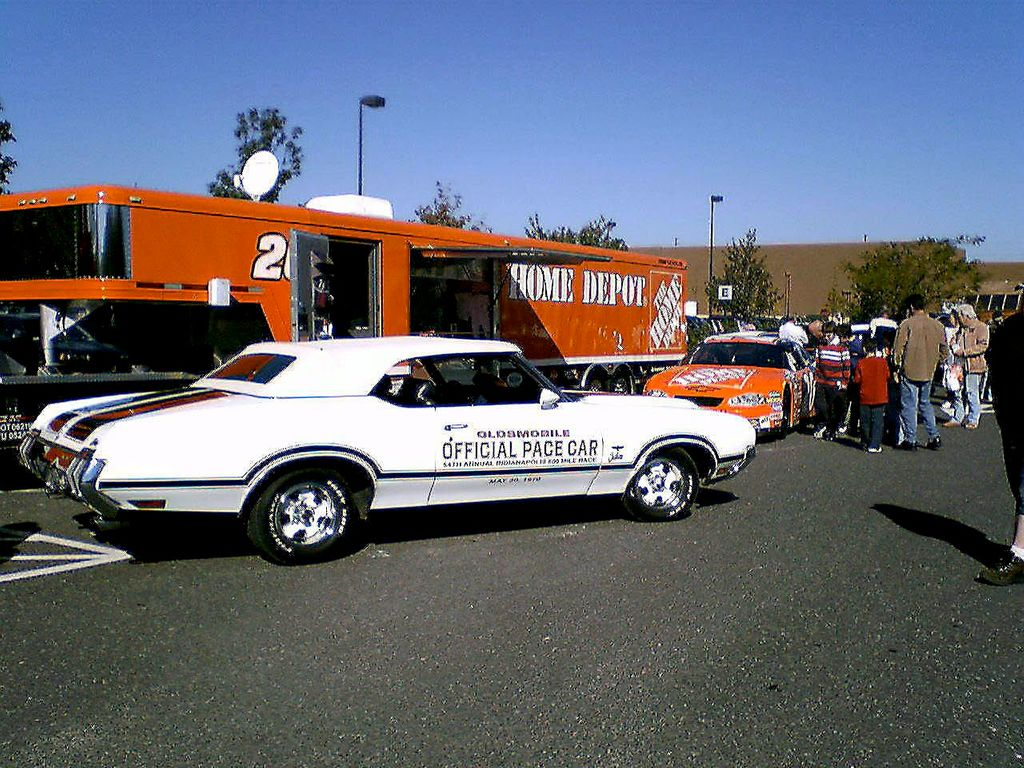 1970 Oldsmobile Cutlass Pace Car - 12243566 - 0