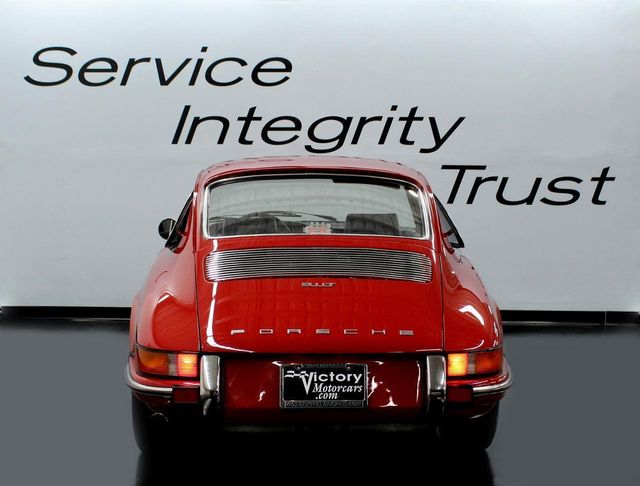 1970 Porsche 911 T - Click to see full-size photo viewer