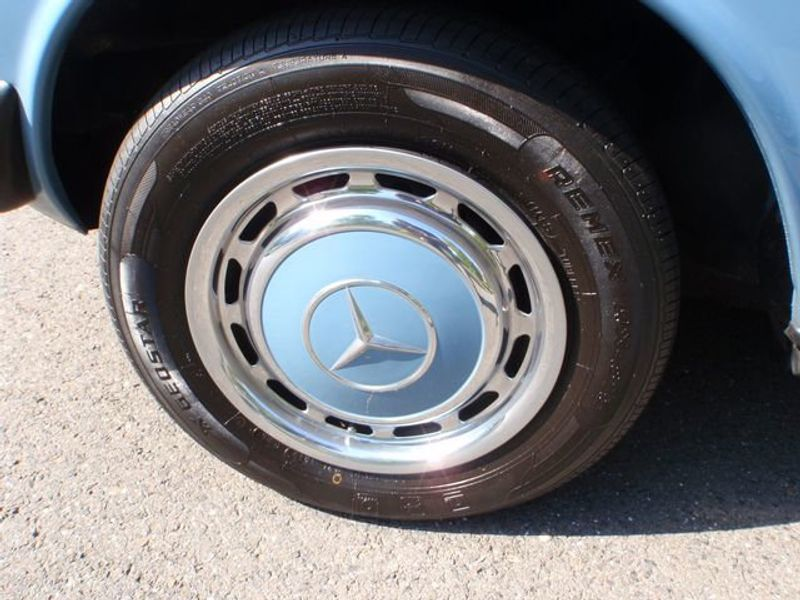 1982 Mercedes-Benz 240 Base Trim - 6202860 - 11