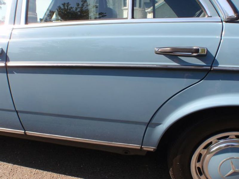1982 Mercedes-Benz 240 Base Trim - 6202860 - 16