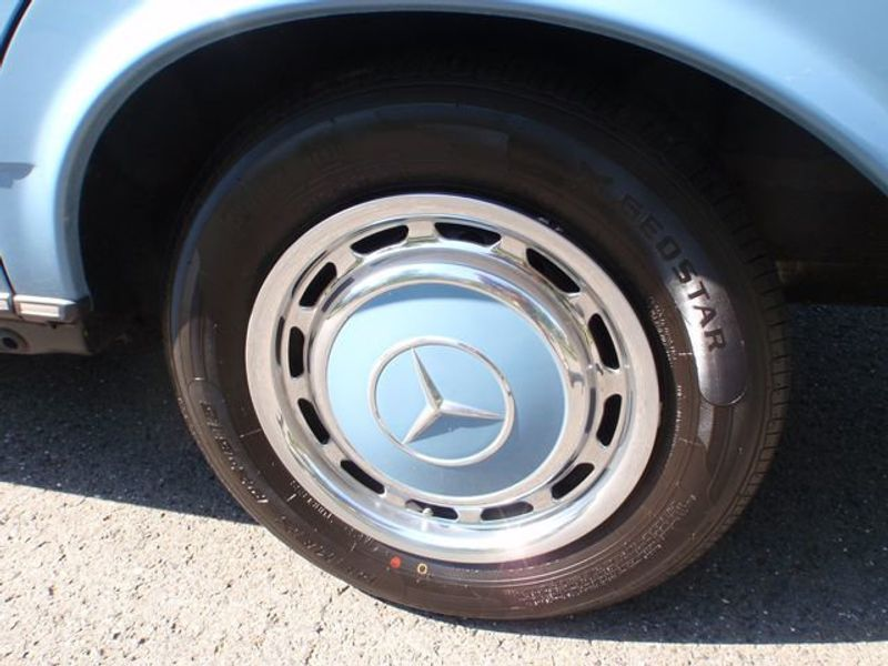 1982 Mercedes-Benz 240 Base Trim - 6202860 - 18