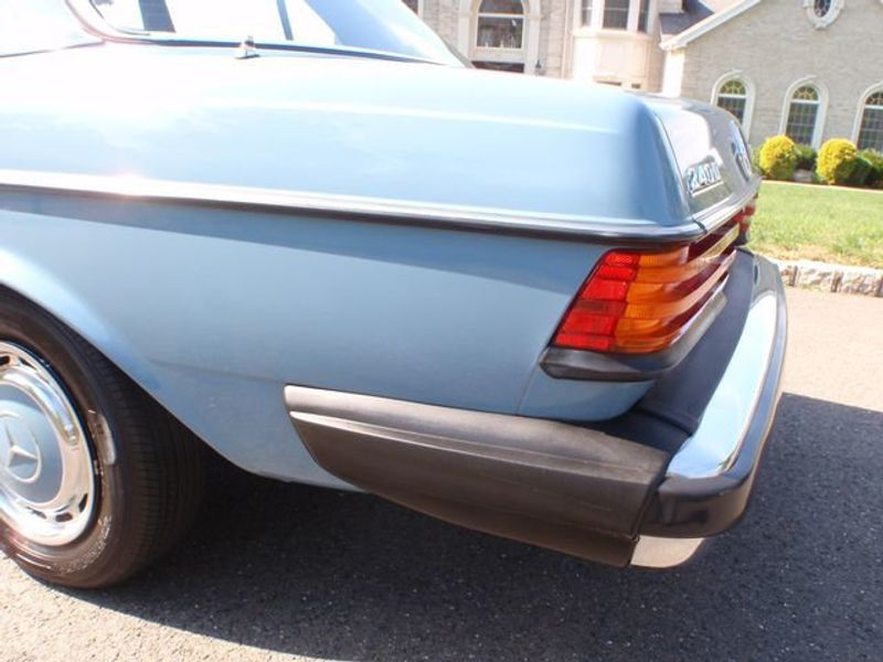1982 Mercedes-Benz 240 Base Trim - 6202860 - 22