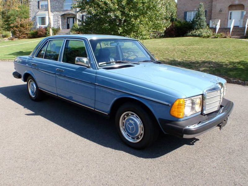 1982 Mercedes-Benz 240 Base Trim - 6202860 - 2