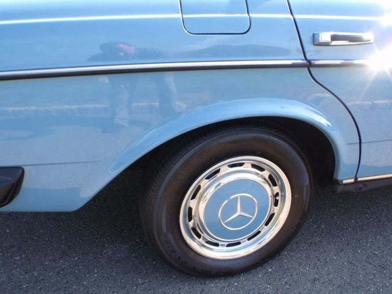 1982 Mercedes-Benz 240 Base Trim - 6202860 - 33