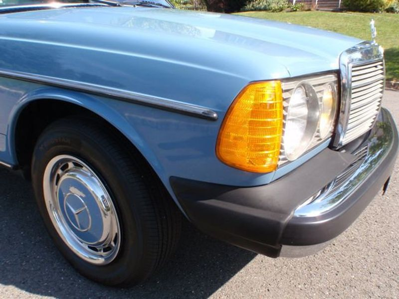 1982 Mercedes-Benz 240 Base Trim - 6202860 - 38