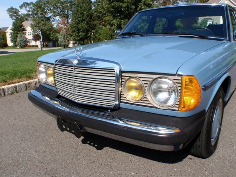 1982 Mercedes-Benz 240 Base Trim - 6202860 - 3