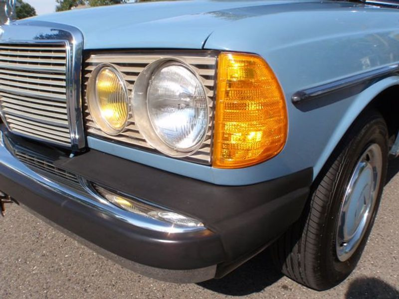 1982 Mercedes-Benz 240 Base Trim - 6202860 - 4