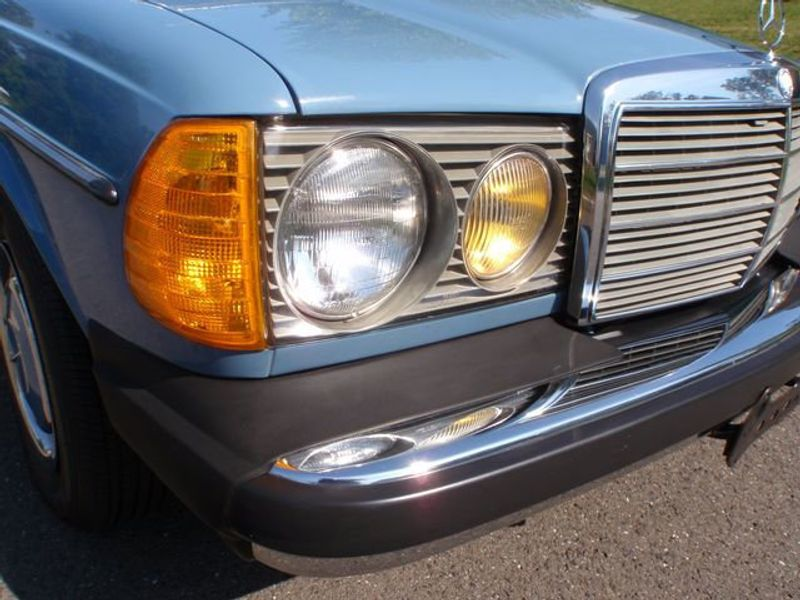 1982 Mercedes-Benz 240 Base Trim - 6202860 - 8