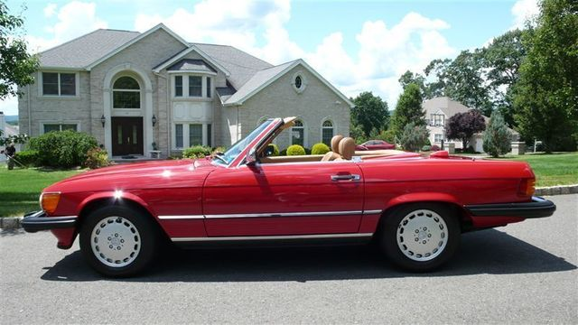 Captivating 1986 Mercedes Benz 560 SL Convertible   WDBBA48D7GA044066   0