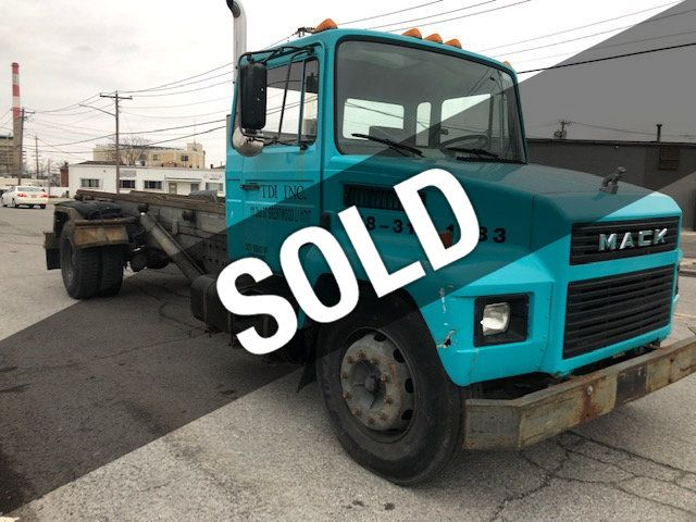 1987 Mack MID LINER CS 300 ROLL OFF Container Truck GALBREATH  30,000lbs Hoist - 18535677 - 0