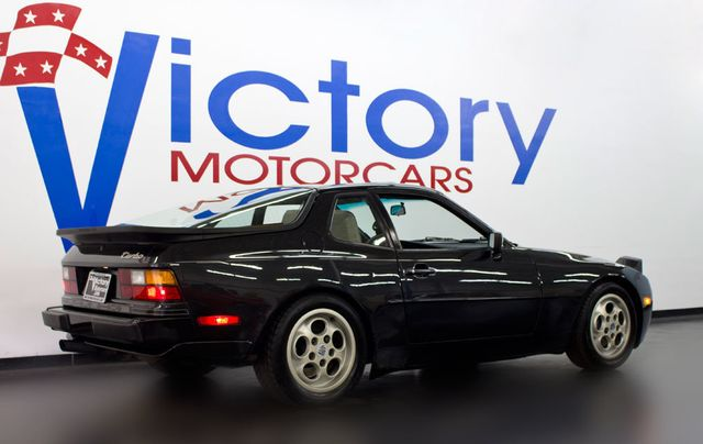 1988 Porsche 944 TURBO - Click to see full-size photo viewer