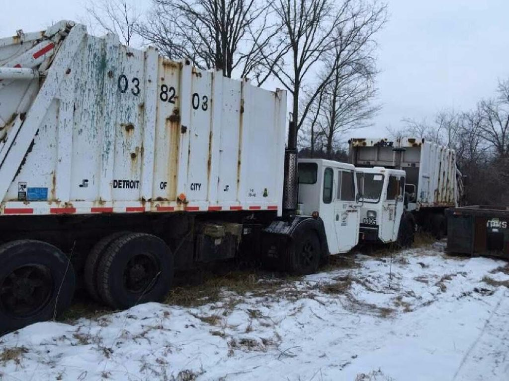 1988 Volvo White GMC Front Load 20 Yards - 16928201 - 0