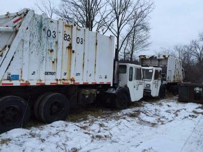 1988 Volvo White GMC Front Load 20 Yards