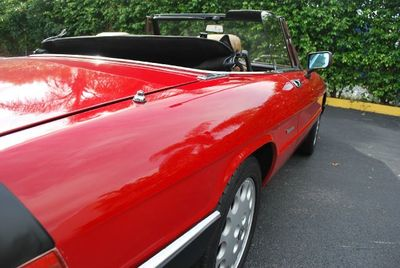 1989 Alfa Romeo Spider 2dr Coupe Graduate - Click to see full-size photo viewer
