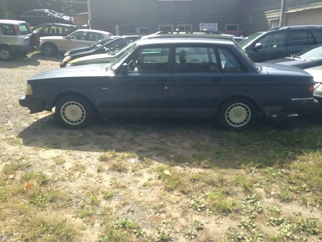 1992 Volvo 240 Base 4dr Sedan
