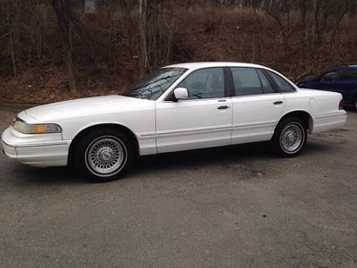 1996 Ford Crown Victoria 4dr LX - Click to see full-size photo viewer