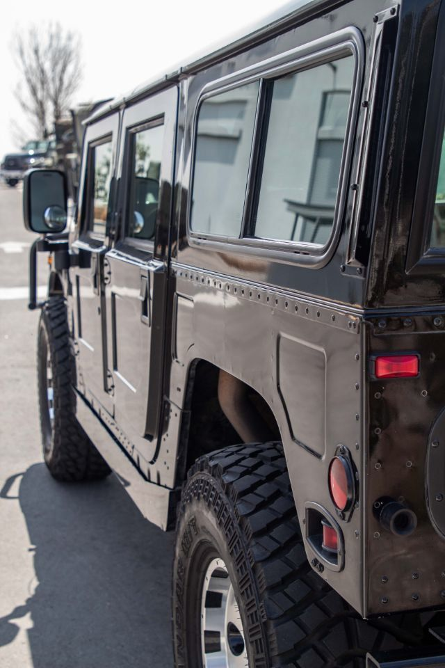 1997 AM General Hummer 4-Passenger Wagon Enclosed - Click to see full-size photo viewer