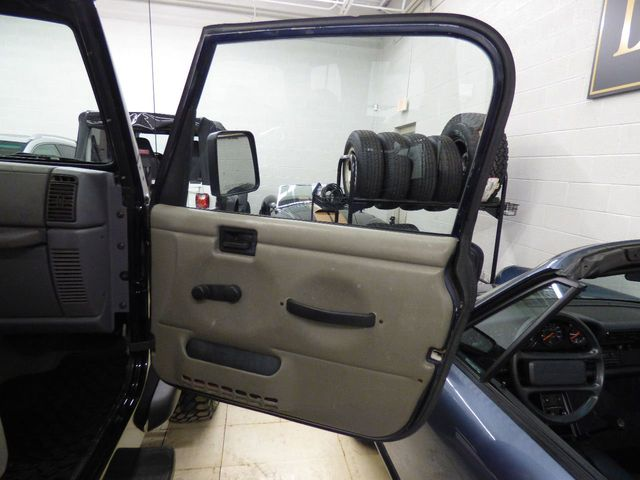 1997 Jeep Wrangler Sport 4BT CUMMINS 4.0 LIETER 4 CYL DIESEL OUT OF FEDEX TRUCK  - Click to see full-size photo viewer