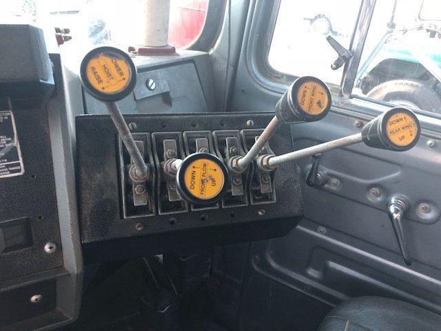 1998 Mack RD600  TAMDEM -AXLE 18 SPEED MAXITORQUE DUMP TRUCK - 17851006 - 11
