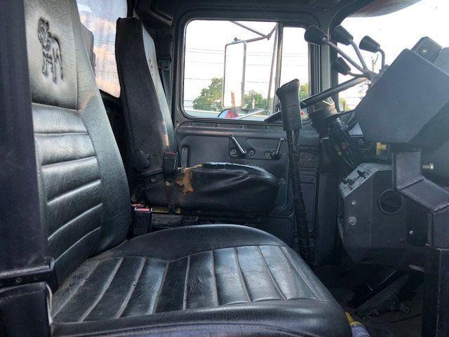 1998 Mack RD600  TAMDEM -AXLE 18 SPEED MAXITORQUE DUMP TRUCK - 17851006 - 13