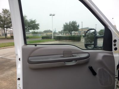 1999 Ford Super Duty F-550 Base Trim - Click to see full-size photo viewer