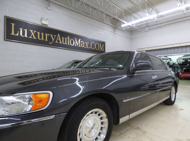 1999 used lincoln town car 4dr sedan executive at luxury automax serving chambersburg pa iid. Black Bedroom Furniture Sets. Home Design Ideas