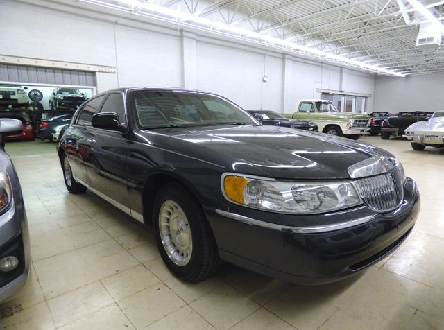 1999 Lincoln Town Car 4dr Sedan Executive   Click To See Full Size Photo  Viewer